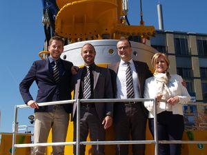 Foto di gruppo per la forza commerciale Bauer Macchine Italia