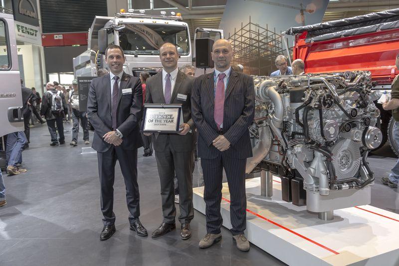 Da sinistra: Johan Björnör, Direttore Vendite Truck MAN; Jürgen Haberland,Direttore divisione motori MAN off-road, Fabio Butturi, Caporedattore rivista Diesel