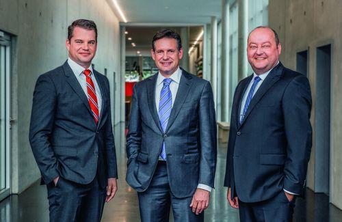 Il gruppo dirigente di PERI GmbH: Fabian Kracht (direttore Finanze e Organizzazione), Alexander Schwörer (direttore Marketing e Vendite) e Leonhard Braig (direttore Prodotti e Tecnologie).